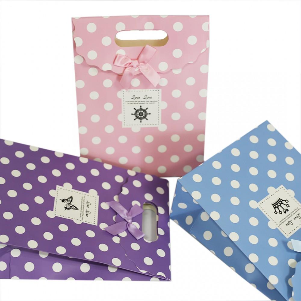sac en papier avec poign es anniversaire de mariage cadeau de no l. Black Bedroom Furniture Sets. Home Design Ideas