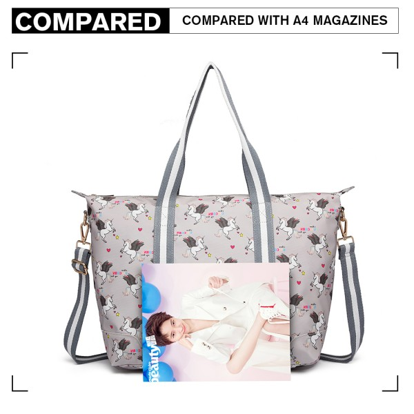 E6641 UN - Miss Lulu Matte Oilcloth Foldaway Overnight Bag Unicorn Print - Grey