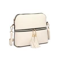 LB1938: D-ra Lulu Leather arată ca un sac de plastic din plastic.